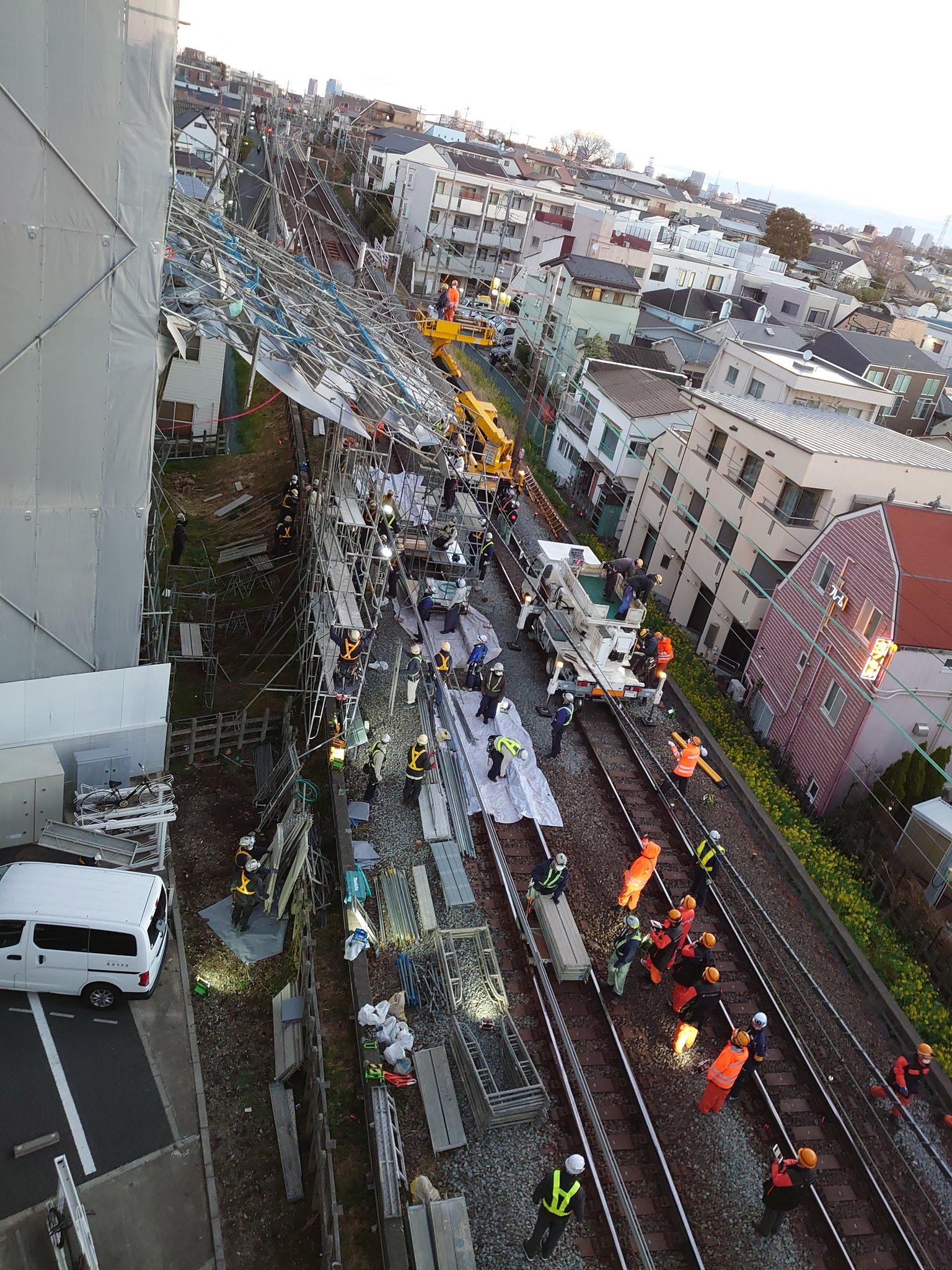 【悲報】武蔵小杉駅、東急東横線再開見込み立たずで地獄絵図の模様