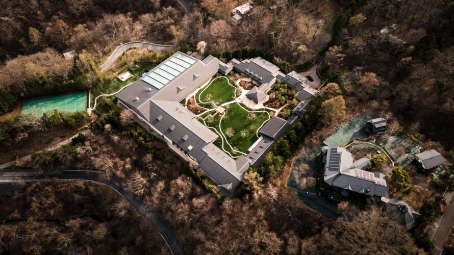 軽井沢のビルゲイツの別荘が完成→めちゃめちゃ凄すぎると話題に